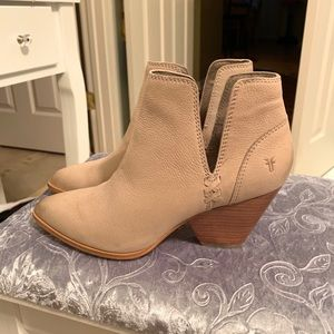 Frye boots size 7 (like new)
